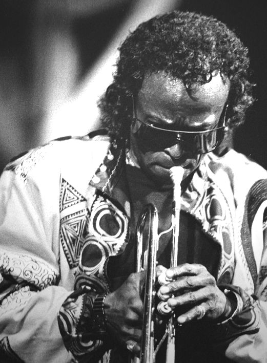 http://thehelplessdancer.files.wordpress.com/2008/11/miles-davis.jpg